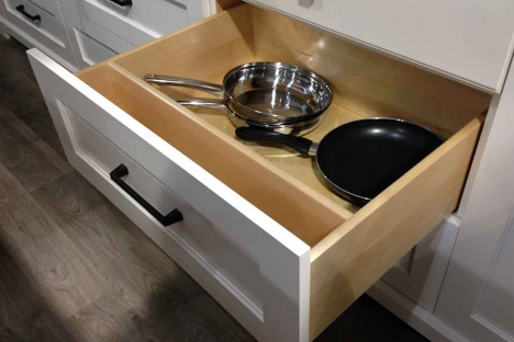 Pots and pans drawer