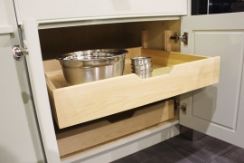 Adjustable Pull-Out drawers